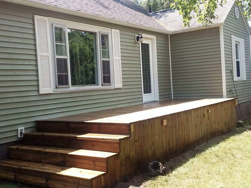 wood deck cleaning from tree frog softwash removes algae and dirt
