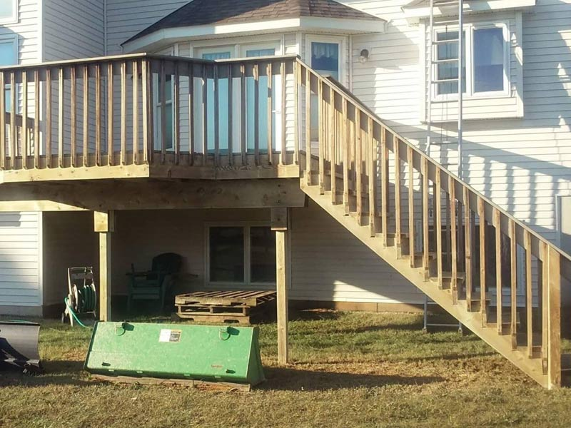 tree frog softwash cleaned this wood deck using softwash to restore natural wood color